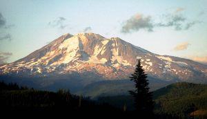 800px-Mount_Adams_US99